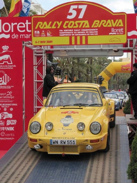 Porsche 911 RSR starting Costa Brava Rally