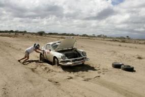Porsche 911 of Thierry Bosqueau stuck in the sand