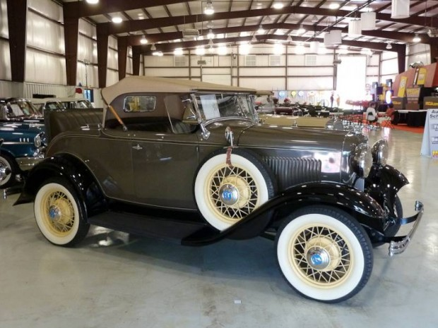 1932 Ford V-8 Deluxe Roadster