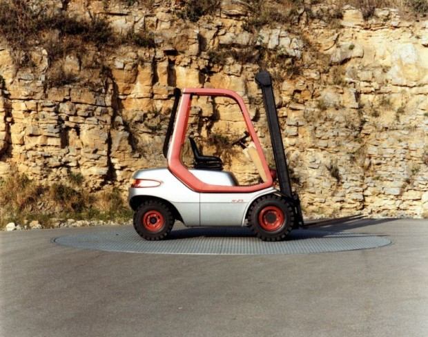 The Linde forklift truck design (1984) is from the Porsche stable and is remarkable for its stand-out ergonomics.