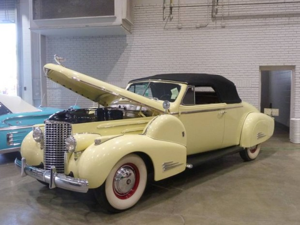 1938 Cadillac 38-90 V-16 Convertible Coupe