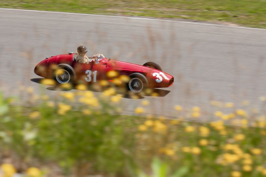 Peter Giddings in his 1953 Maserati 250F, as he races towards turn 5. HMSA Sommet des Legendes 2013 (Taken at 1/200 sec.@ f/9.0 - ISO 100) © 2013 Victor Varela