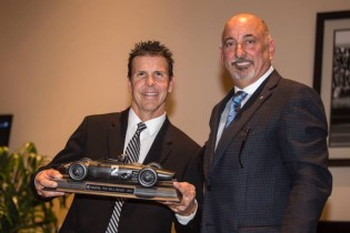 Bobby Rahal (r) presents Scott Pruett with the RRDC Phil Hill award for 2016