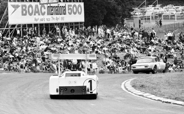 Brands Hatch, Chaparral 2F, Phil Hill, Mike Spence