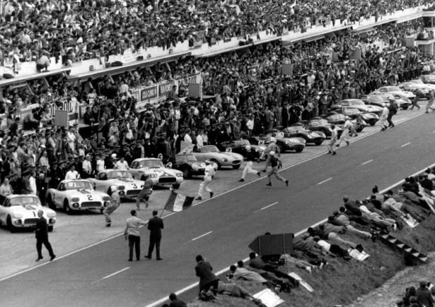 Start of the 1960 Le Mans 24 Hours race picture