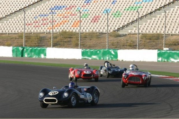 Barry Wood's Lister Knobbly leads others into Turn 1