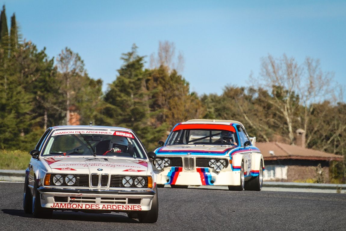 A 1973 BMW 3.0 CSL hunts down a BMW 635 CSi