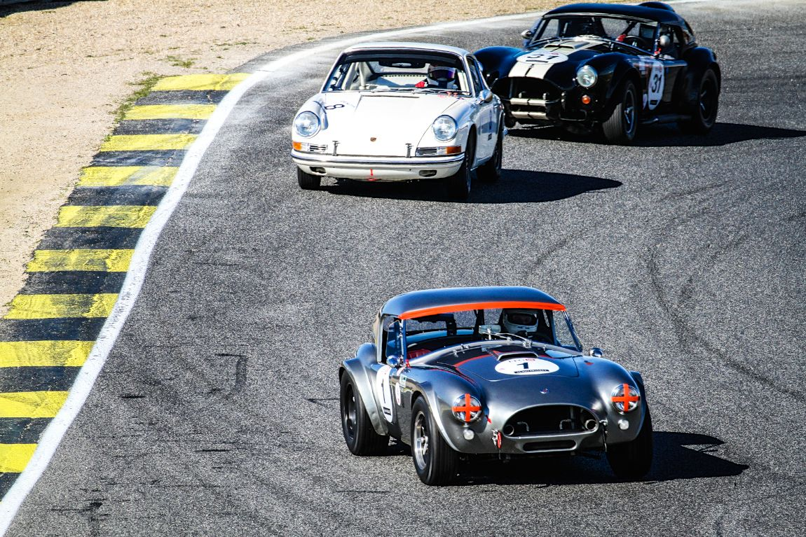 Couple of Cobras gang up on a SWB 911 in the Sixties Endurance class