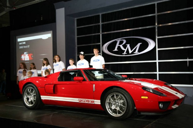 Ford GT sold for $187,000 with a portion of the proceeds benefitting the Juvenile Diabetes Research Foundation