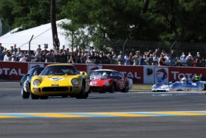 2009 Le Mans Legends - Ferrari 250 LM of Carlos Monteverde, followed by the Lister Jaguar GT of Justin Law and Ferrari 246S Dino of Tony Dron