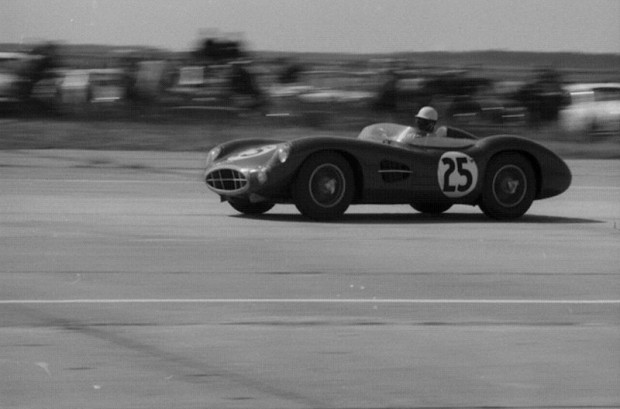 The Aston assault weakened on lap 62 when the Salvadori/Shelby car retired.