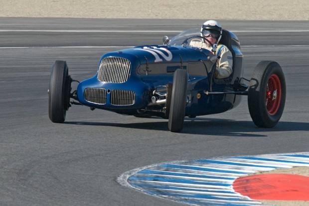 With just a touch of understeer Joseph Freeman's 1938 Sparks-Thorne Little Six comes into turn one