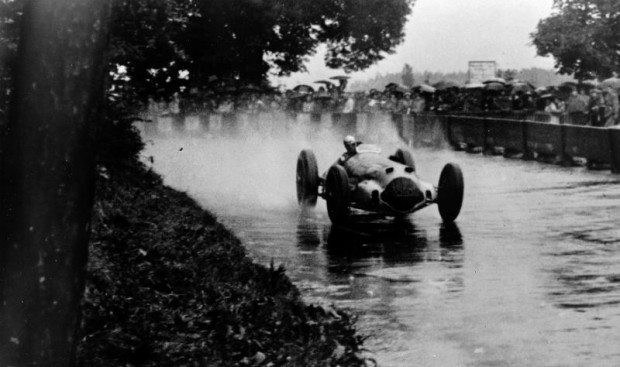 Swiss Grand Prix near Bern on August 21, 1938. The Mercedes-Benz W 154 racing cars took the lead immediately after the start and headed for a triple victory. The winner was Rudolf Caracciola (photo) ahead of Richard B. Seaman and Manfred von Brauchitsch.