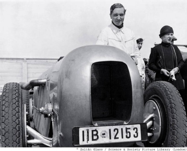 Photographer Zoltán Glass followed the racing activities of the Mercedes-Benz brand with great interest during the 1920s and 30s. The photo shows Manfred von Brauchitsch in an SSKL with streamlined body, the car in which he won the AVUS Race on 22 May 1932 with an average speed of 194.4 km/h. The body was designed specifically for the race by Baron von König-Fachsenfeld and was manufactured by Vetter of Fellbach.
