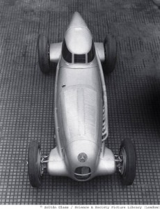 Sculpture of speed, photographed by Zoltán Glass: The record-breaking version of the W 25 racing car was fitted with an aerodynamic hood over the driver's seat. In this vehicle Rudolf Caracciola established numerous records, beginning in October 1934 in Gyón, Hungary, where he clocked 317.5 km/h over one kilometre and 316.6 km/h with a flying start.