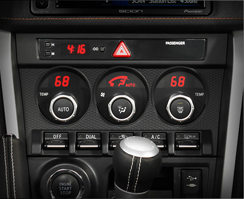 Dual-­Zone Automatic Climate Control System