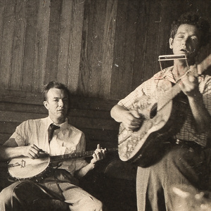 Foraging - Rare Photos: One Of Woody Guthrie's Last Shows