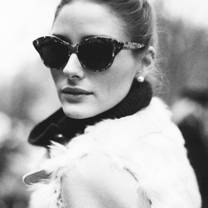 Cache Money - Olivia Palermo Can Still Pull Off a BlackBerry « Airows
