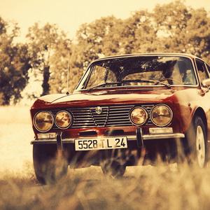 Cache Money - An Alfa Romeo 2000 Coupe Feels like Freedom   Articles