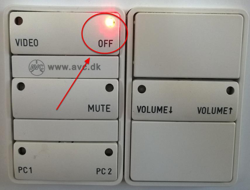 Når projektoren er slukket, blinker Off-knappen på panelet som på dette billede (midt i et blink)