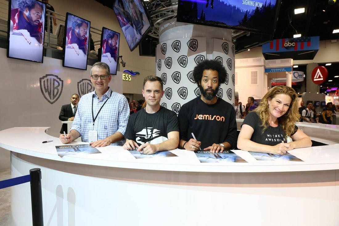 L–R) PEOPLE OF EARTH executive producers Greg Daniels and David Jenkins with stars Wyatt Cenac and Ana Gasteyer in the Warner Bros. booth on Friday, July 22, at Comic-Con 2016. #WBSDCC (© 2016 WBEI. All Rights Reserved.)