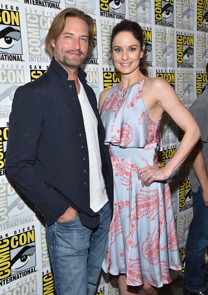 "COMIC-CON INTERNATIONAL: SAN DIEGO -- ""Colony Press Room"" -- Pictured: Josh Holloway, Sarah Wayne Callies -- (Photo by: Mike Windle/USA Network)"