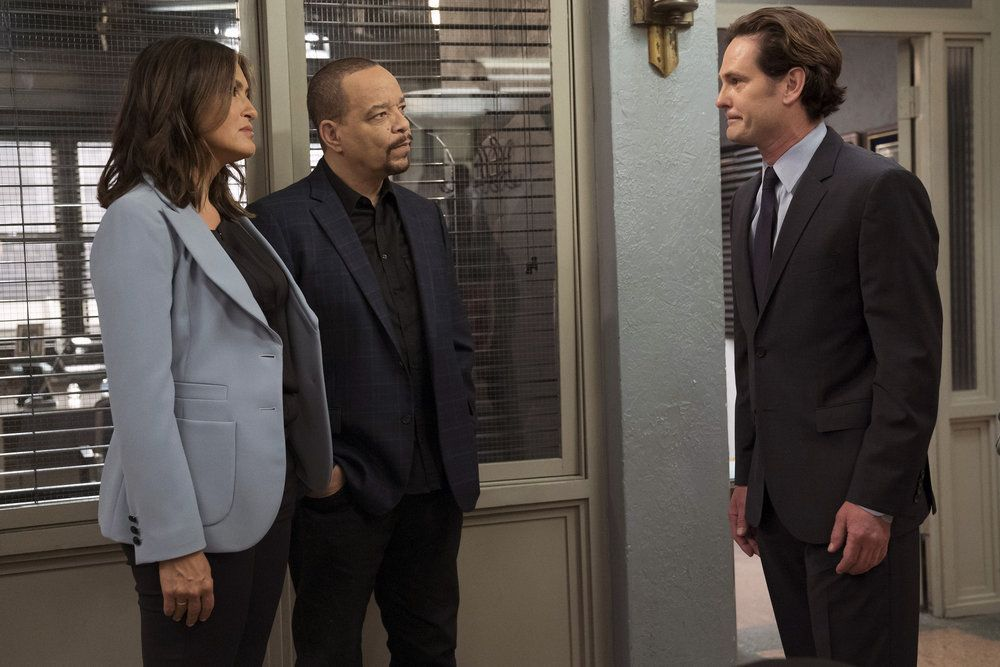 "LAW & ORDER: SPECIAL VICTIMS UNIT -- ""Making A Rapist"" Episode 1802 -- Pictured: (l-r) Mariska Hargitay as Olivia Benson, Ice-T as Odafin Tutuola, Henry Thomas as Sean Roberts -- (Photo by: Peter Kramer/NBC)"