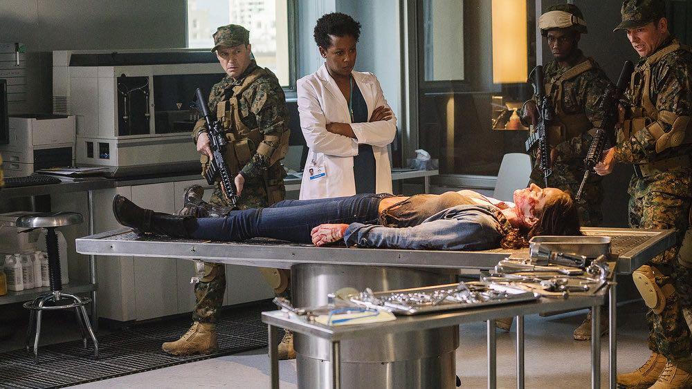 """VAN HELSING -- """"Seen You"""" Episode 102 -- Pictured: (l-r) Rukiya Bernard as Doc, Kelly Overton as Vanessa Van Helsing -- (Photo by: Robert Akester/Helsing S1 Productions/Syfy)"""