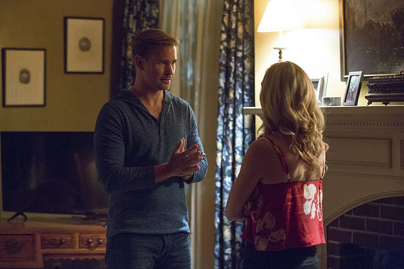 """The Vampire Diaries -- """"Hello Brother"""" --Image Number: VD801a_0146.jpg -- Pictured (L-R): Matt Davis as Alaric and Candice King as Caroline -- Photo: Bob Mahoney/The CW -- © 2016 The CW Network, LLC. All rights reserved."""