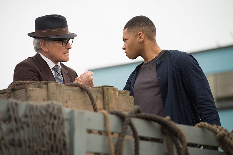 "DC's Legends of Tomorrow -- ""Out of Time""-- Image LGN201A_0091.jpg Pictured (L-R): Victor Garber as Professor Martin Stein and Franz Drameh as Jefferson ""Jax"" Jackson -- Photo: Diyah Pera/The CW -- © 2016 The CW Network, LLC. All Rights Reserved."