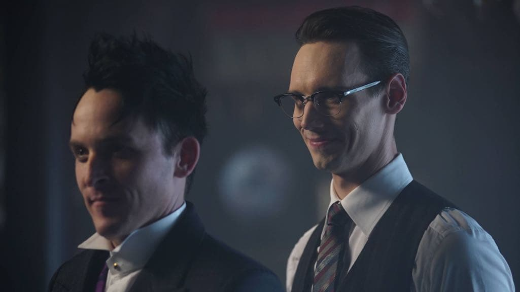 """GOTHAM: R-L: Cory Michael Smith and Robin Lord Taylor in the """"Mad City: Red Queen"""" episode of GOTHAM airing Monday, Oct. 31 (8:00-9:01 PM ET/PT) on FOX. ©2016 Fox Broadcasting Co. Cr: Nicole Rivelli/FOX."""