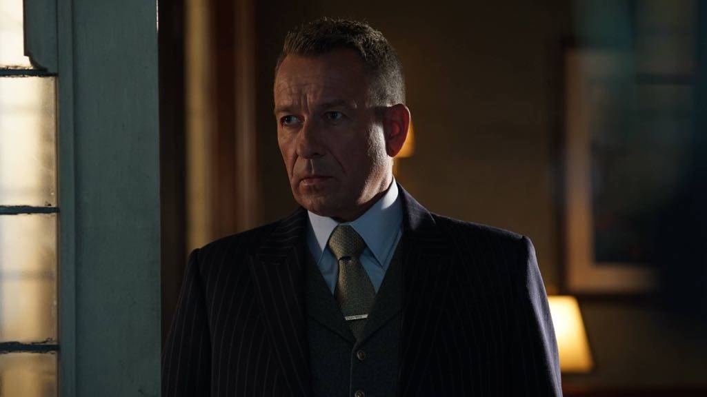"""GOTHAM: Sean Pertwee in the """"Mad City: Red Queen"""" episode of GOTHAM airing Monday, Oct. 31 (8:00-9:01 PM ET/PT) on FOX. ©2016 Fox Broadcasting Co. Cr: Nicole Rivelli/FOX."""