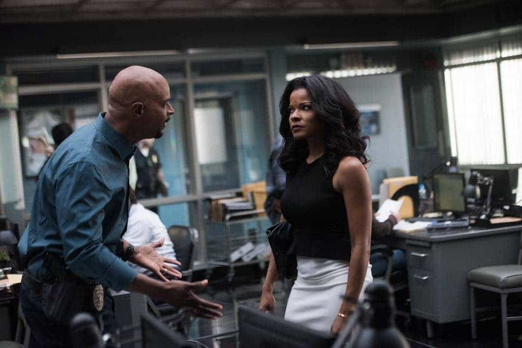 """LETHAL WEAPON: Pictured L-R: Damon Wayans and Keesha Sharp in the """"Ties That Bind"""" episode of LETHAL WEAPON airing Wednesday, Nov. 2 (8:00-9:00 PM ET/PT) on FOX. ©2016 Fox Broadcasting Co. CR: Eddy Chen/FOX"""