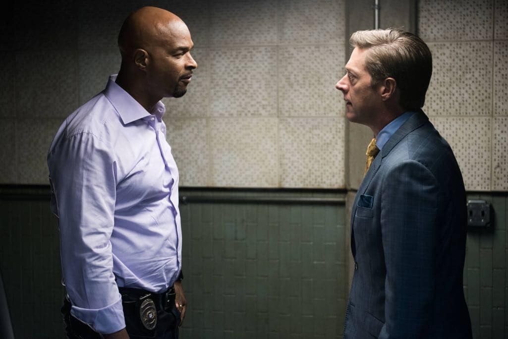 """LETHAL WEAPON: Pictured L-R: Damon Wayans and Kevin Rahm in the """"Ties That Bind"""" episode of LETHAL WEAPON airing Wednesday, Nov. 2 (8:00-9:00 PM ET/PT) on FOX. ©2016 Fox Broadcasting Co. CR: Eddy Chen/FOX"""