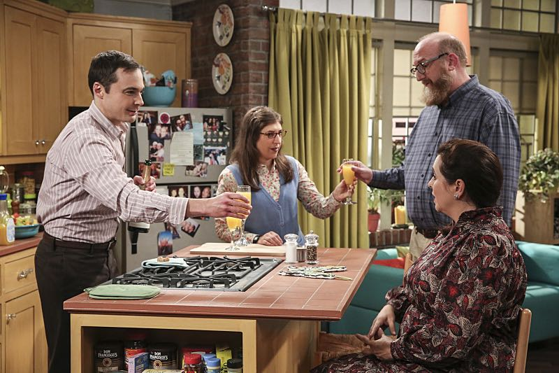 """""""The Fetal Kick Catalyst"""" -- Pictured: Sheldon Cooper (Jim Parsons), Amy Farrah Fowler (Mayim Bialik), Mrs. Petrescu (Michelle Arthur) and Bert (Brian Posehn). Penny is surprised to learn she has fans of her performance in """"Serial Ape-ist"""" when she attends Van Nuys Comic Con with Leonard.  Also, Amy hosts a Sheldon-style brunch at Penny's apartment and Wolowitz makes an impulsive purchase when he starts stressing out about the baby on the way, when THE BIG BANG THEORY moves to its regular time period, Thursday, Oct. 27 (8:00-8:31 PM, ET/PT), on the CBS Television Network. Photo: Michael Yarish/Warner Bros. Entertainment Inc. © 2016 WBEI. All rights reserved."""