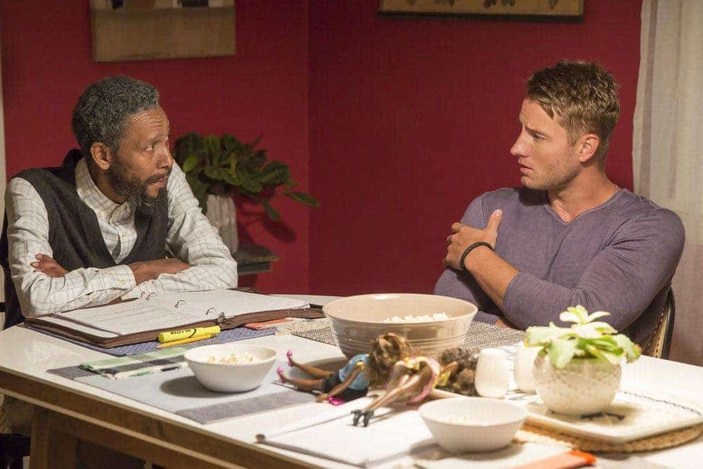 """THIS IS US -- """"The Game Plan"""" Episode 105 -- Pictured: (l-r) Ron Cephas Jones as William, Justin Hartley as Kevin -- (Photo by: Ron Batzdorff/NBC)"""