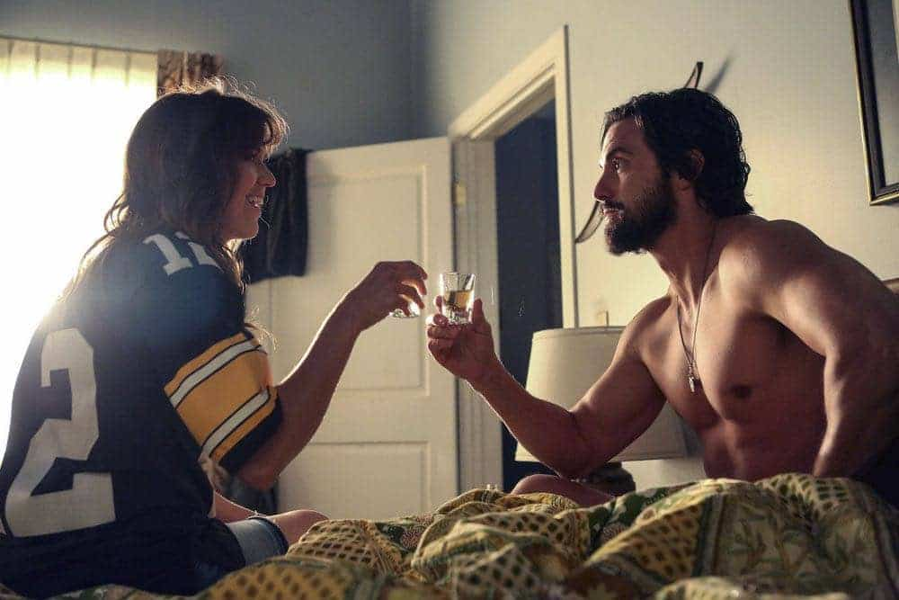 """THIS IS US -- """"The Game Plan"""" Episode 105 -- Pictured: (l-r) Mandy Moore as Rebecca, Milo Ventimiglia as Jack -- (Photo by: Vivian Zink/NBC)"""