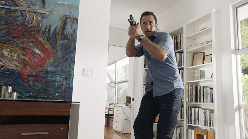 """""""Hū a'e ke ahi lanakila a Kamaile"""" -- Five-0 must find McGarrett and Alicia when they are kidnapped by the serial killer they've been hunting, on HAWAII FIVE-0, Friday, Oct. 14 (9:00-10:00 PM, ET/PT), on the CBS Television Network. Former professional football player Otis Wilson guest stars as himself. Pictured: Alex O'Loughlin as Steve McGarrett. Photo: CBS ©2016 CBS Broadcasting, Inc. All Rights Reserved    (""""Hū a'e ke ahi lanakila a Kamaile"""" is Hawaiian for """"The Fire of Kamile Rises in Triumph"""")"""