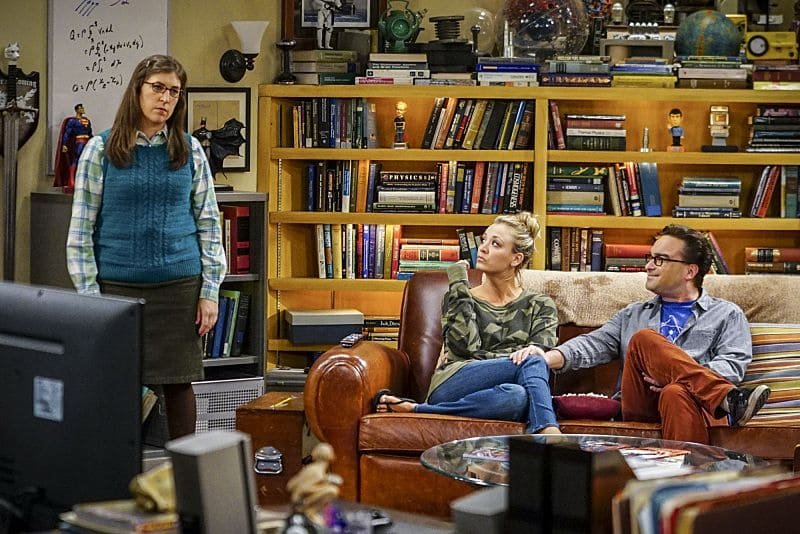 """""""The Hot Tub Contamination"""" -- Pictured: Amy Farrah Fowler (Mayim Bialik), Penny (Kaley Cuoco) and Leonard Hofstadter (Johnny Galecki). Leonard and Penny must separate a quarreling Sheldon and Amy when their cohabitation does not go as planned, and Sheldon threatens to break off their relationship when Amy refuses to adhere to the bathroom schedule.   Also, Howard and Bernadette find unexpected guests at their house when they decide to stay home from a planned vacation, on THE BIG BANG THEORY, Monday, Oct. 17 (8:00-8:31 PM, ET/PT), on the CBS Television Network. Photo: Sonja Flemming/CBS ©2016 CBS Broadcasting, Inc. All Rights Reserved."""