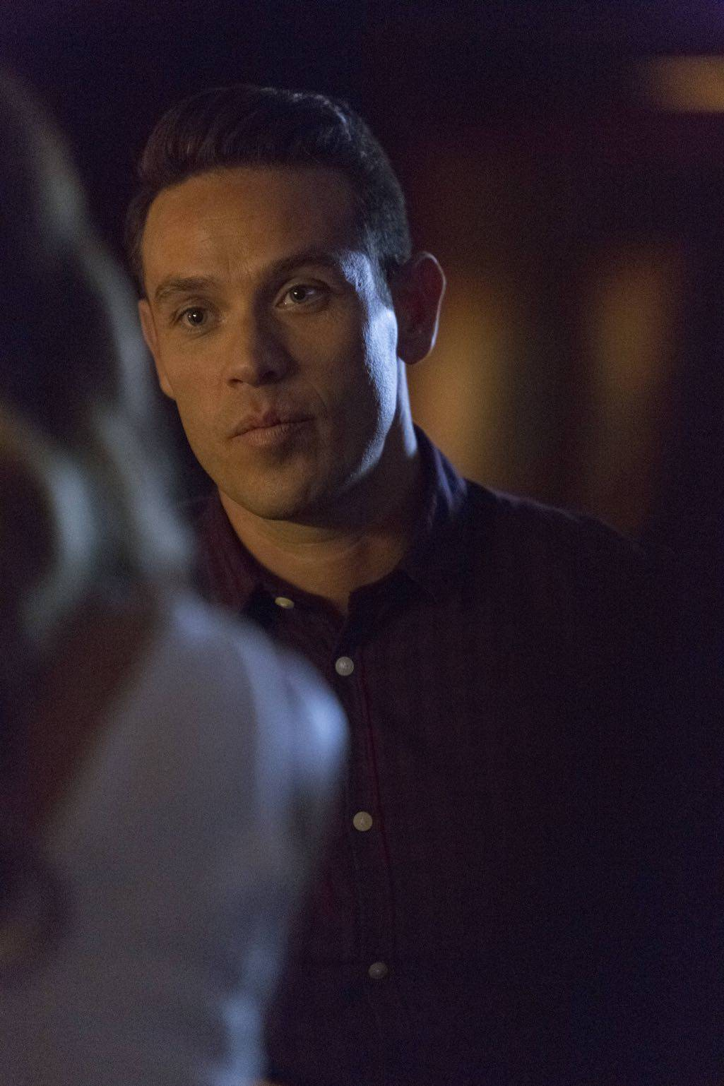 """LUCIFER: Kevin Alejandro in the """"Homewrecker"""" episode of LUCIFER airing Monday, Nov. 21 (9:01-10:00 PM ET/PT) on FOX.   ©2016 Fox Broadcasting Co. Cr: Michael Courtney/FOX."""