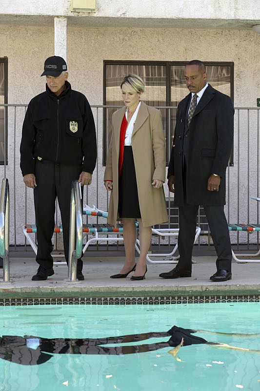 """""""Pay to Play"""" -- The NCIS team investigates a series of escalating threats against congresswoman Jenna Flemming (Mary Stuart Masterson), while Director Vance oversees temporary protection detail, on NCIS, Tuesday, Nov. 15 (8:00-9:00 PM, ET/PT), on the CBS Television Network. Pictured: Mark Harmon, Mary Stuart Masterson, Rocky Carroll. Photo: Michael Yarish/CBS ©2016 CBS Broadcasting, Inc. All Rights Reserved"""