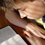 Bible_reading_teen_half