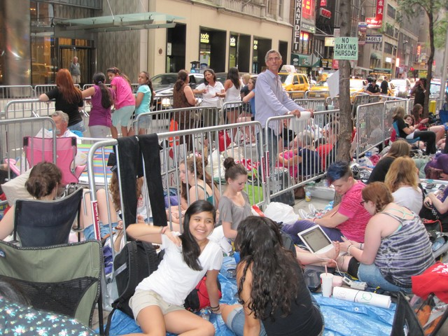 There were at least 400 people on line about 8 p.m. on Thursday, eager to see Bieber's Friday morning performance.