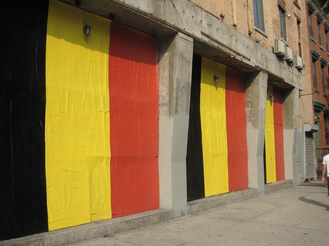 A new beer garden on Second Avenue in the East Village, which painted its exterior in the colors of the Belgian flag over the summer, received approval from Community Board 3 for a new liquor license Monday.