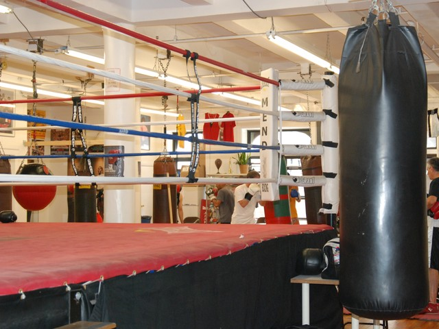At Mendez, professional boxers, amateurs and fitness buffs train side-by-side.