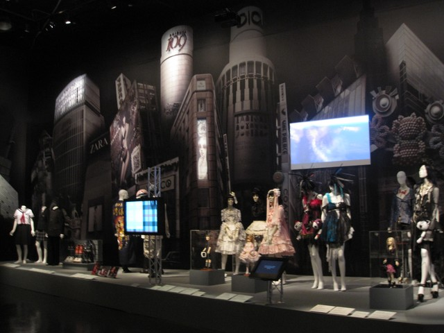 http://s3.amazonaws.com/sfb111/story_xlimage_2010_09_R5805_japan_fashion_now.jpg