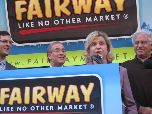 Congresswoman Carolyn Maloney, flanked by Borough President Scott Stringer (l.) and Fairway CEO Howard Glickberg (r.) said the store would bring much-needed jobs to the Upper East Side.