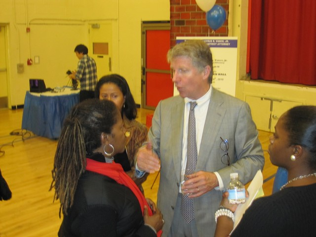 Manhattan District Attorney Cyrus Vance Jr. speaks with a Harlem resident.