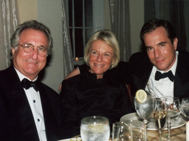 Mark Madoff, with his father Bernie and mother Ruth. He was found dead in his SoHo apartment Saturday.