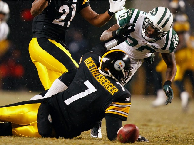 Drew Coleman reaches for a loose ball in front of Steelers quarterback Ben Roethlisberger. Coleman had two sacks and stripped the ball out of the Steelers quarterback's hands twice in the fourth quarter Sunday.